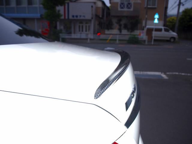 E63 S 4マチック+ AMGカーボンセラミックブレーキ AMGビッグキャリパー AMG専用鍛造20インチホイール フルオプションカーボンボディキット+カーボンインテリア セーフティドライブ オプションフル 保証書取説(25枚目)