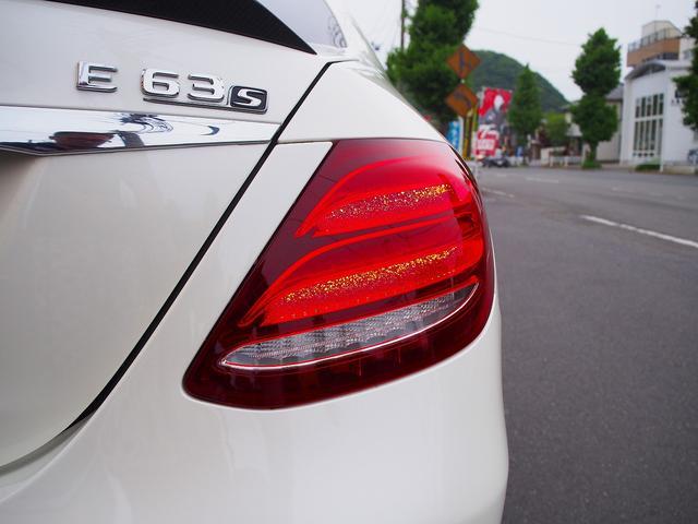 E63 S 4マチック+ AMGカーボンセラミックブレーキ AMGビッグキャリパー AMG専用鍛造20インチホイール フルオプションカーボンボディキット+カーボンインテリア セーフティドライブ オプションフル 保証書取説(26枚目)