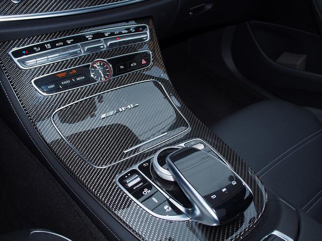 E63 S 4マチック+ AMGカーボンセラミックブレーキ AMGビッグキャリパー AMG専用鍛造20インチホイール フルオプションカーボンボディキット+カーボンインテリア セーフティドライブ オプションフル 保証書取説(43枚目)