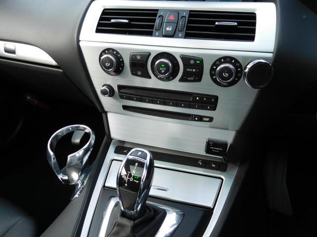 フルオートデュアルエアコンで快適な車内空間!バッチリ効きます!