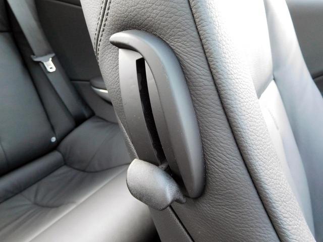 運転席からワンタッチでフロントシートを前に倒すことが可能です!