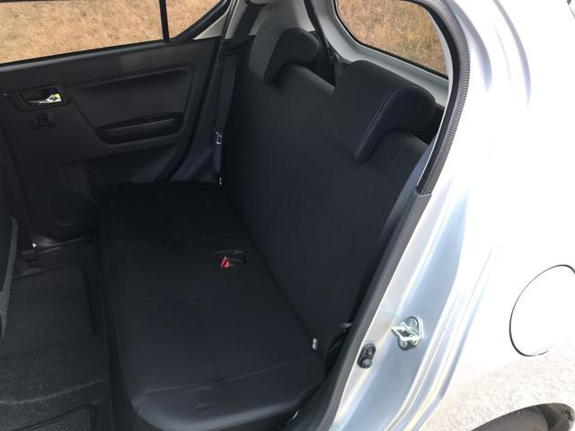 リヤシートはブラックで統一。