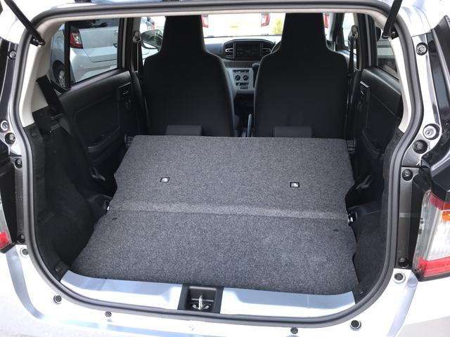 リヤシートを倒せば大きな荷物も可能。