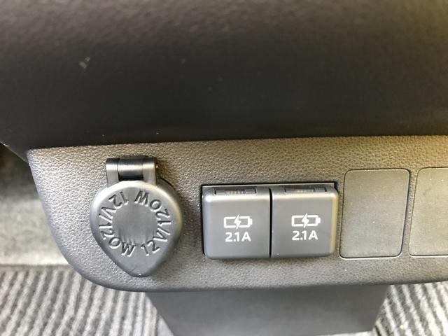 リヤのコーナーセンサーで接近を音と表示でサポート。