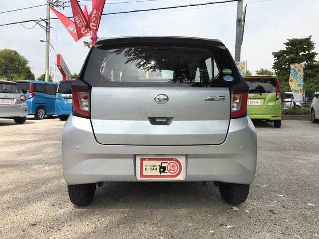 リヤにもコーナーセンサーが付いておりバックや駐車時にもサポート。