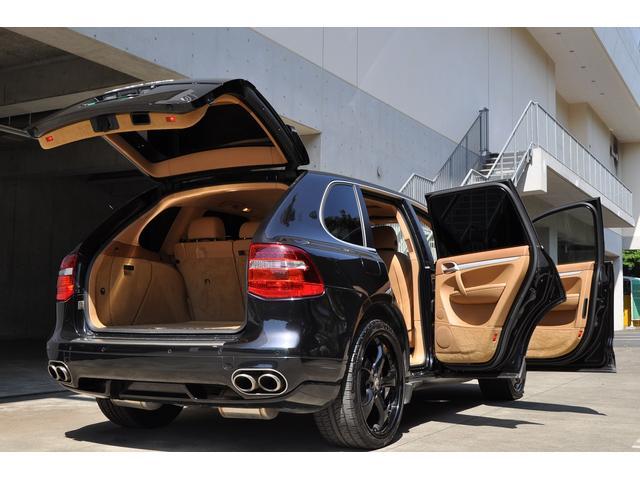 黒×ベージュ の組み合わせは輸入車ならではの高級感の感じられるオシャレな組み合わせです♪