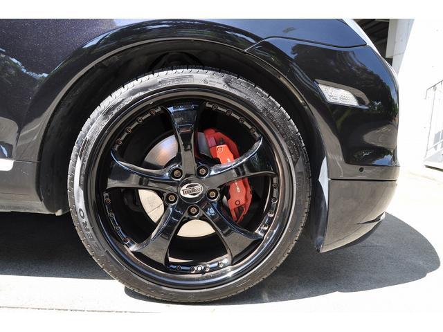 2016年製の有名メーカー『ピレリ』のタイヤが装備されております♪タイヤの山もバリ山で当分の交換は不要です♪海外製の安いタイヤと異なり、車内の『静粛性』『乗り心地』が違います!