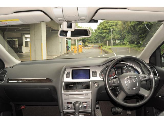 タバコや芳香剤の匂い等を感じない清潔感のある車内空間です。目立つシミや汚れ、劣化なども御座いません。このままの状態でも満足頂けるかと思いますが、スチーム洗浄などのクリーニング後にご納車致します♪