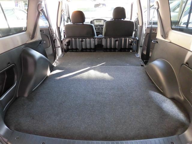 後席を倒せば、更に広大な空間が確保できます!!