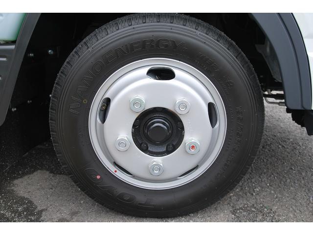 全低床 全低床 標準ボディ 積載2t 総重量5t未満 4P10+エンジン アクティブサイドガードアシスト 衝突軽減ブレーキ 車両逸脱装置 スマートキー LEDライト(29枚目)