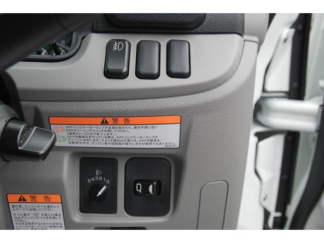 全低床 全低床 標準ボディ 積載2t 総重量5t未満 4P10+エンジン アクティブサイドガードアシスト 衝突軽減ブレーキ 車両逸脱装置 スマートキー LEDライト(33枚目)
