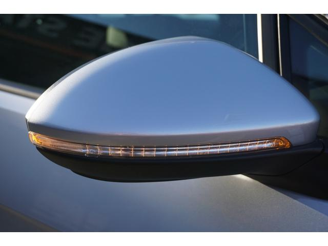 LEDターンランプ付き電動格納ドアミラー!視認性に優れています!
