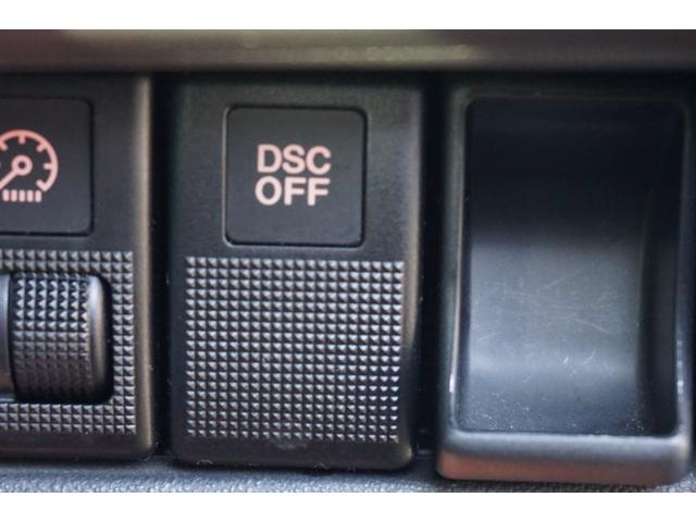 DSCは走行中に車両の横滑りを検知すると、自動的に車両を制御します。