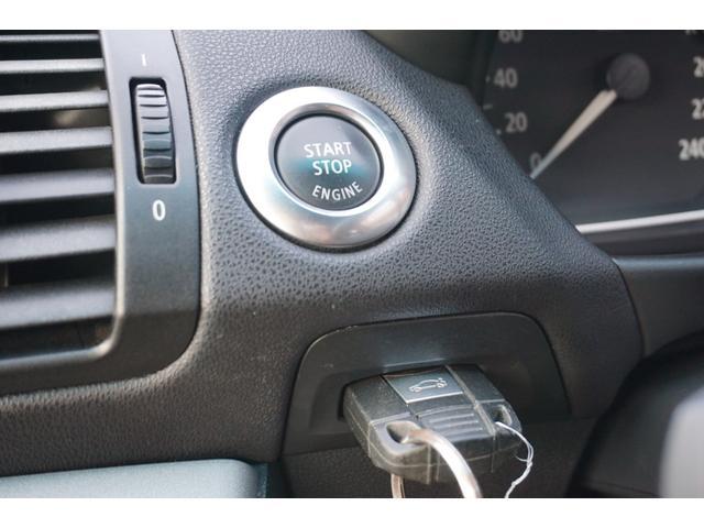 ボタンを押してエンジンを始動させるプッシュスタート!リモコンキーを挿してボタンを押すとエンジンが始動します!