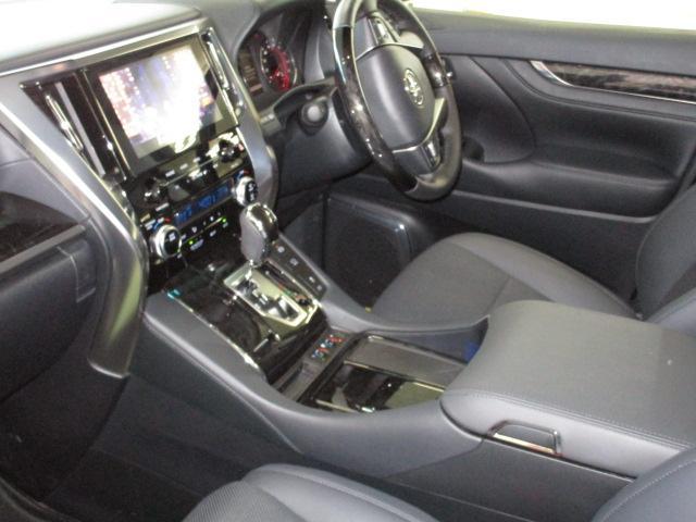☆黒皮調電動シート/前席は冷暖エアーシートです。