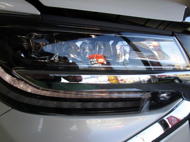 ☆3眼LEDヘッドライト(AUTOハイビーム機能装備でより安全な夜間走行)