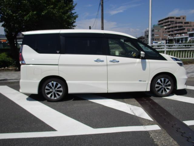 ★内外装とっても綺麗です。タイヤはヨコハマの高級タイヤ デシベル(db)7分山です。