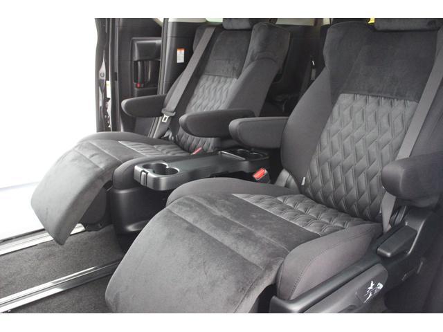 セカンドシートは7人乗りリラックスキャプテンシートになります。