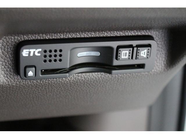 ナビ装着スペシャルパッケージ(ETC/バックカメラ)標準装備です。