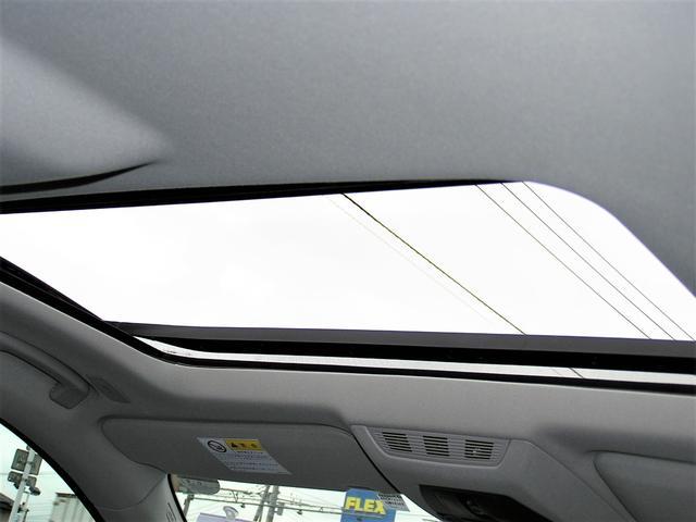 サンルーフもございます。室内は明るく開放感がございます!またサンルーフは夏場&冬場共に車内換気に便利な装備となります。