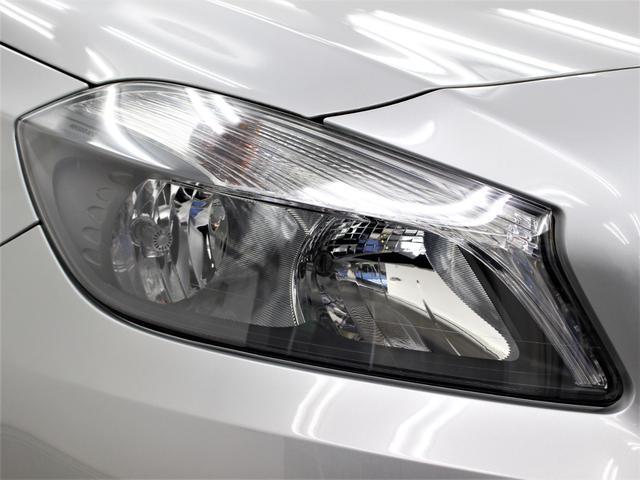 輸入車では、劣化で白くくもりがちなヘッドライトレンズも透明感のある綺麗な状態が保たれております。劣化の生じやすいモール類までも綺麗な状態です。