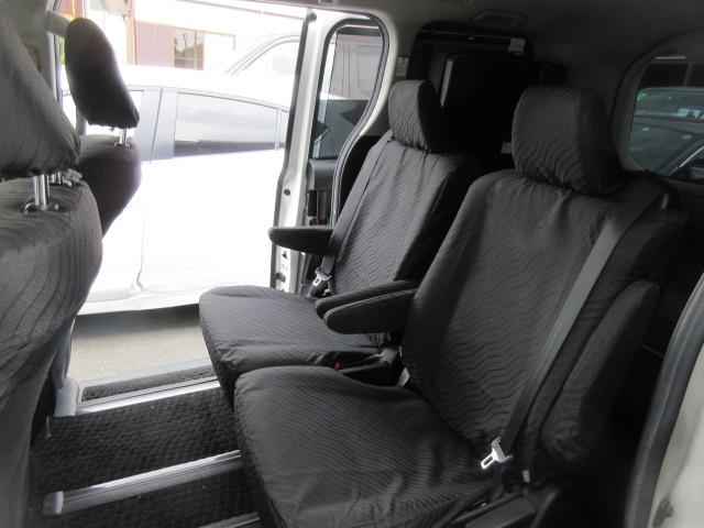 トヨタ ヴォクシー ハイブリッドV フルセグナビTV 両側自動ドア LEDライト
