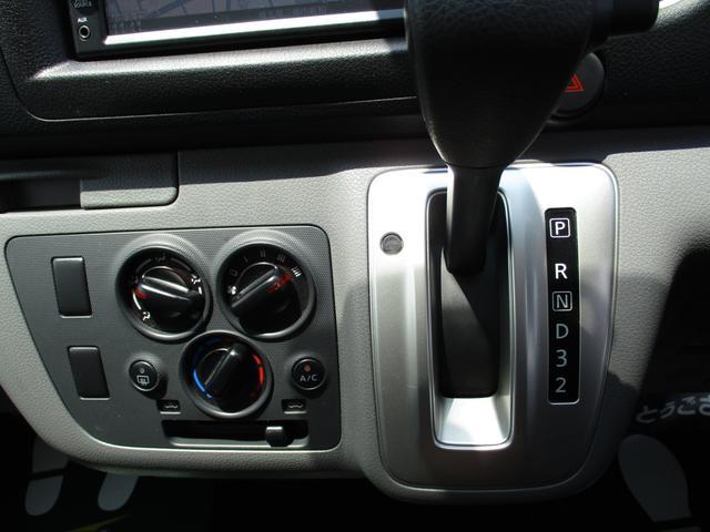 ロングDX 純正ナビゲーション バックモニター Bluetoothオーディオ ETC CD エマージェンシーブレーキ キーレスキー2個 ハロゲンヘッドライトシステム オートエアコン 6人乗り レンタカーアップ車(21枚目)