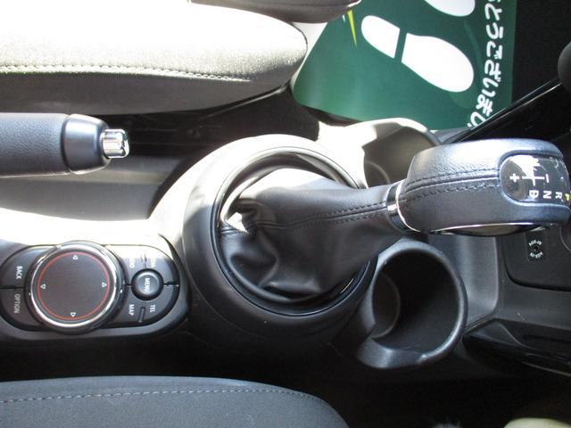 クーパーS ペッパーパッケージ 禁煙車 ワンオーナー車 純正HDDナビ Bluetoothオーディオ ルームミラー内臓ETC HIDヘッドライトシステム(16枚目)