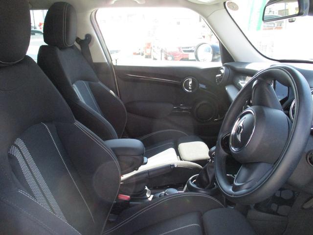 クーパーS ペッパーパッケージ 禁煙車 ワンオーナー車 純正HDDナビ Bluetoothオーディオ ルームミラー内臓ETC HIDヘッドライトシステム(17枚目)