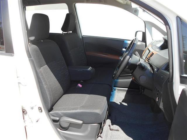 車内はプロのスタッフが1台1台クリーニングを行っていますので、キレイですのでご安心下さい。