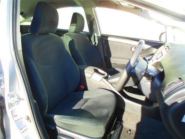 ゆとりのある運転席でロングドライブも快適です♪