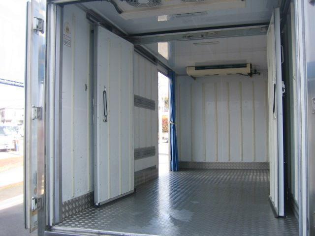 冷蔵冷凍車 低温冷凍車 2室仕様冷凍車(6枚目)