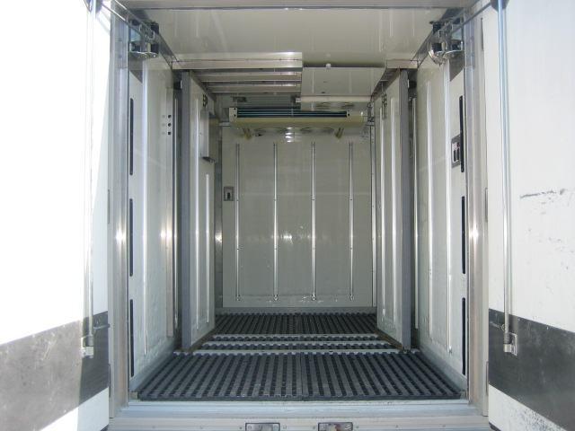 冷蔵冷凍車 低温冷凍車 オートマ限定対応冷凍車(5枚目)