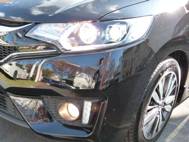 LEDヘッドライトは夜道を明るく照らし夜間走行の精神的負担を和らげてくれます。これで夜道も安心して運転できますね!