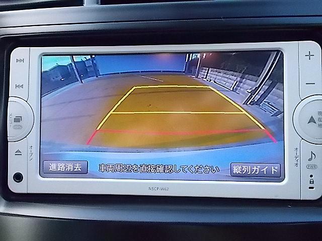 バックカメラがついて、後方確認が簡単にできますっ!今や軽自動車やトラックにもついてる便利装備!苦手としている車庫入れ等も安心して出来ますね!