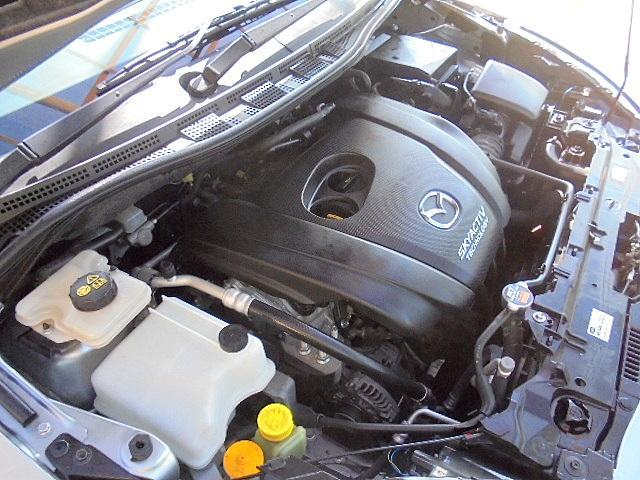 エンジンルームの状態もキレイで機関も良好です!当社では仕入時に90ヵ所以上の点検項目の確認や試乗も実施してます!問題のない車両を店頭にて販売しております!