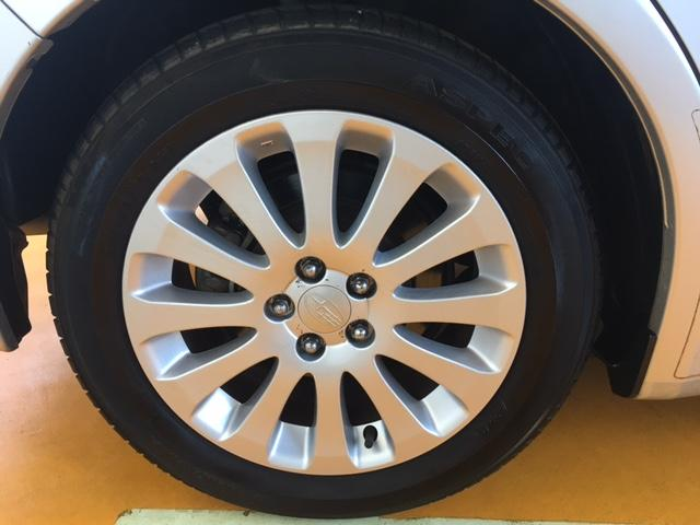 純正16インチアルミです!新品タイヤをご希望の方は遠慮なく申し付けて下さい!!