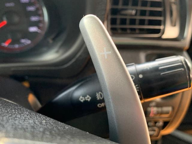 パドルシフト付きで走行も楽しめます!エンジンブレーキや高速道路の加速時に役立ちます!運転してる実感があり楽しくなること間違いなしっ!上手く使いこなせれば燃費の向上になるかも!?