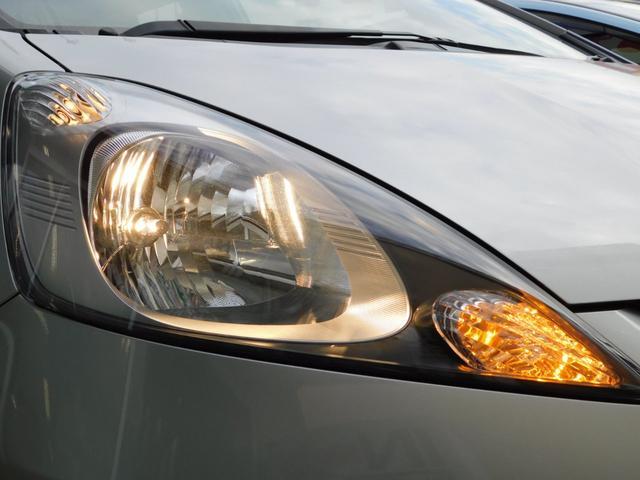 ハロゲン型ヘッドライトが前方視界を明るく照らします!