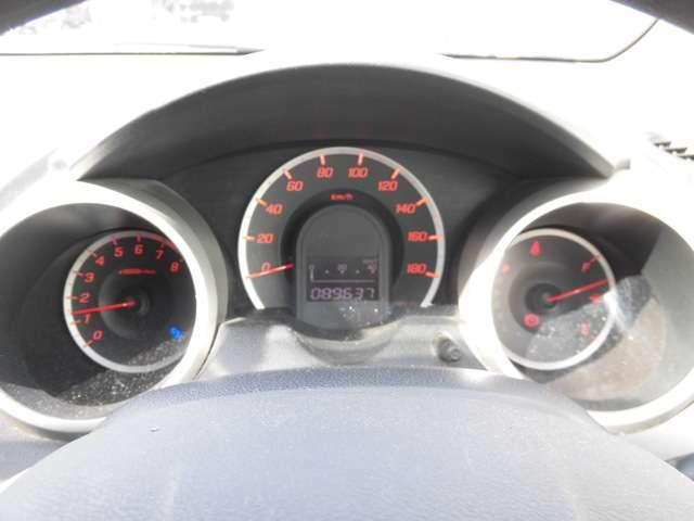 走行速度計、燃料油計、エンジンの回転数、そのほか異常を知らせる警告灯は点灯でお知らせいたします!