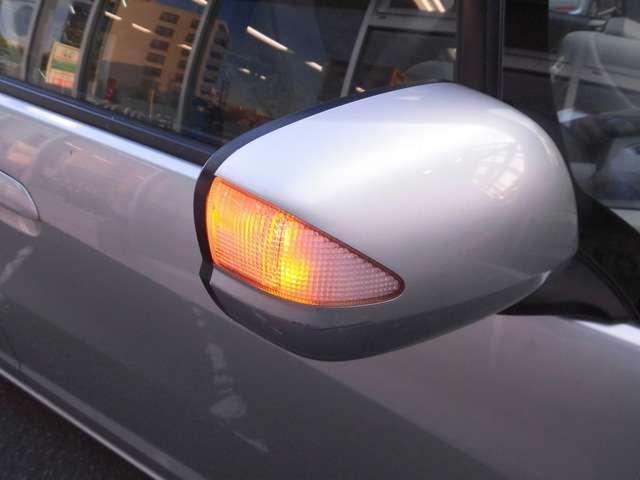 ドアミラーのウィンカーライトで右左折時の事故防止に役立ちます!