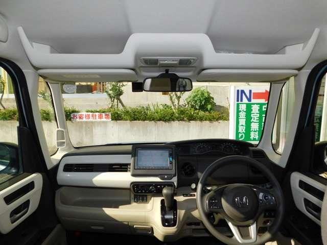 オプションのルーフコンソールです!小物入れやボックスティッシュなどが置けるスぺースとしてお使い頂けます!車内は禁煙使用でしたので嫌なニオイもご安心ください!