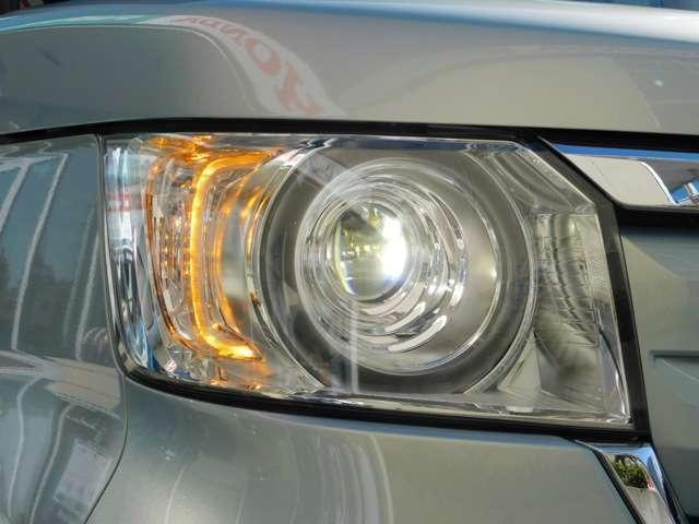 プロジェクタータイプのLEDヘッドライトです!オート機能付きで暗い道でもいつも明るいです!