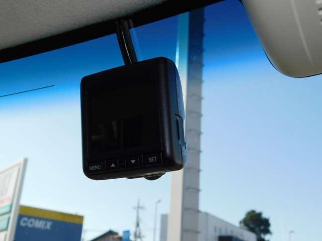 前窓には純正ドライブレコーダーを装着済みです!もしもの時に頼れる心強い味方です♪