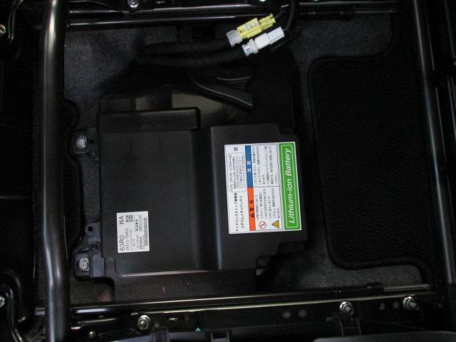 アンダーボックス下には専用リチウムイオンバッテリーを搭載