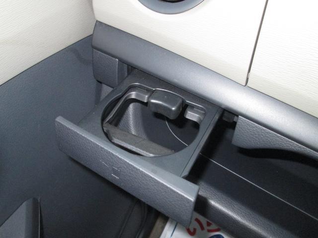 助手席ドリンクカップホルダー 使いやすさにこだわった便利な収納スペースをいたる所に♪