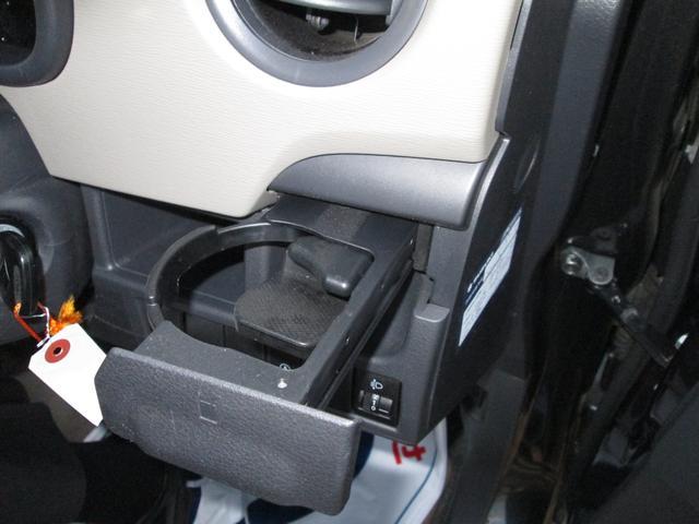運転席ドリンクカップホルダー 使いやすさにこだわった便利な収納スペースをいたる所に♪