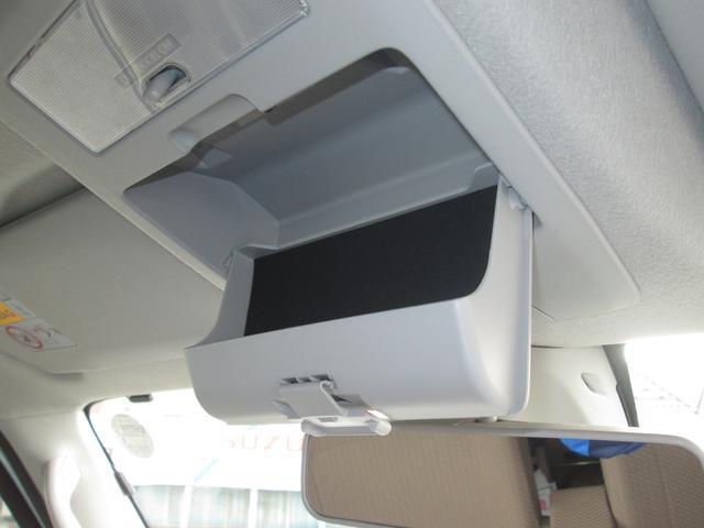 オーバーヘッドコンソール フロントシートの頭上にある小物入れはサングラスや眼鏡を入れるのにちょうどいいサイズです