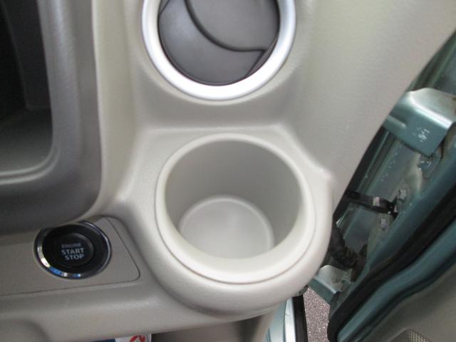 運転席ドリンクカップホルダー