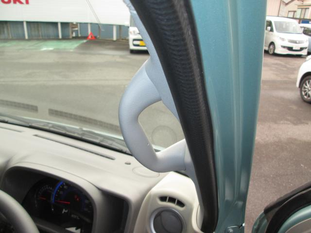 乗り降りに便利なアシスタントグリップが運転席・助手席・後席左右全てのドアについてます